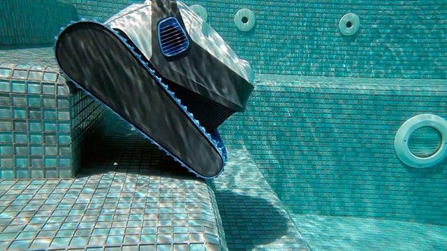 5 Robot limpiafondos de piscina recomendados y consejos de compra