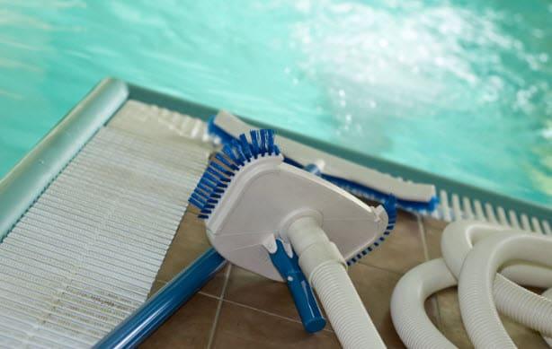 ¿Qué accesorios necesitan las piscinas?
